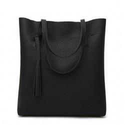 Duża damska torebka shopperka wykonana z miękkiej skóry ekologicznej w kolorze czarnym. -