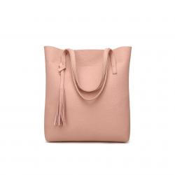 Duża damska torebka shopperka wykonana z miękkiej skóry ekologicznej w kolorze delikatnego różu. -
