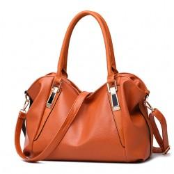 Pojemna klasyczna torebka damska w kolorze brązowym. -