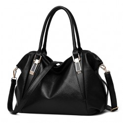 Pojemna klasyczna torebka damska w kolorze czarnym. -