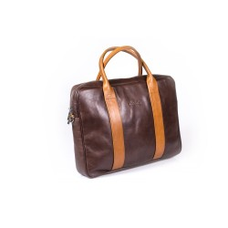 Brązowa skórzana torba na laptopa, która idealnie wpasowuje się w aktualne trendy. Wzmocnione rączki zostały wykonane z