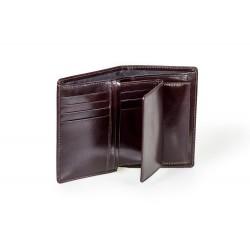 Dwuczęściowyportfel męski wykonany z wytrzymałej skóry naturalnej, dostępny w kolorze czarnym lub brązowym. Posiadawie