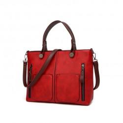 Damska torebka w stylu retro, szyta na miarę każdej okazji. Kolor intensywnej czerwieni torebki podkreśli Twójcodzienny