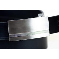 Czarny gładki skórzany pasek męski o szerokości 3cm z stalową klamrą idealnie pasujący do spodni garniturowych i jeansów