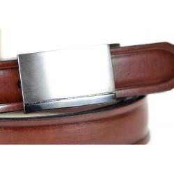 Dobrze prezentujący się czarnyskórzany pasek męski o szerokości 3cm z stalową klamrą idealnie pasujący do spodni garnit