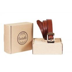 Stylowybrązowy elegancki pasek skórzanyz stalową klamrą. Wysokiej jakości pachnąca skóra naturalnawykorzystana w tym