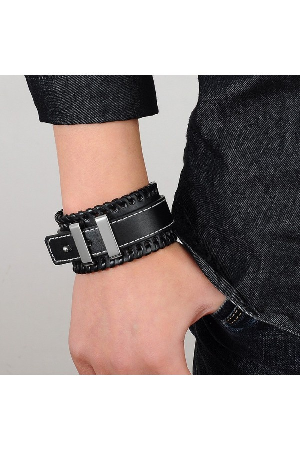Niebanalna bransoleta męska, która dobrze wygląda w połączeniu z zegarkiem. -