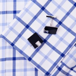 Czarne spinki do mankietów koszuli. -