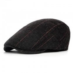 Czarny elegancki kaszkiet męski z wzorem jodełki. -