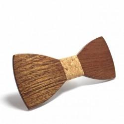 Dodająca charakteruoraz pozwalająca się wyróżnić w tłumie mucha drewniana. -