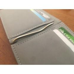 Cienki portfel męski w stylowym kolorze z klipsem na banknoty. -
