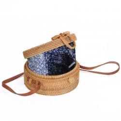 Oryginalna mała torebeczka jaką jest torebka bali to aktualny hit sezonu, koniecznie musisz ją mieć w swojej garderobie!