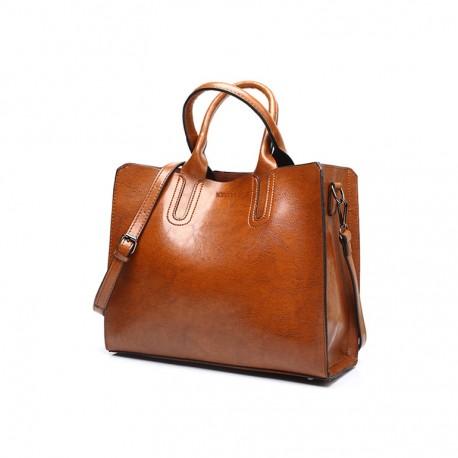 0339a1c075c34 Brązowa torba damska skórzana z solidnymi przeszyciami i zapięciami. -