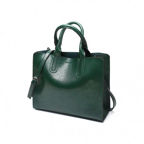 cc2d6a2d78c55 Zielona torba damska skórzana z solidnymi przeszyciami i zapięciami. -
