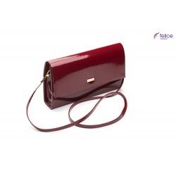 Ciemnoczerwona kopertówka lakierowana F13, która jest totalnym MUST-HAVE każdej eleganckiej kobiety. Idealnie dopełnia k
