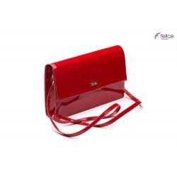 Lakierowana czerwona elegancka kopertówka F13, która jest totalnym MUST-HAVE każdej eleganckiej kobiety. Idealnie dopełn