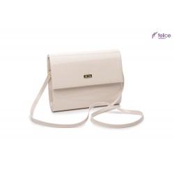 Kremowa damska torebka kopertówka F14, która jest totalnym MUST-HAVE każdej eleganckiej kobiety. Idealnie dopełnia każdą