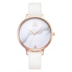 Damski zegarek na skórzanym wąskim pasku w kolorzebiałym i złota -