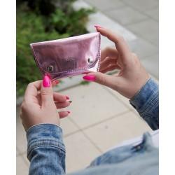Różowa bilonówka - portmonetka na bilon FA15 - jest wygodnym dodatkiem na przechowywanie bilonu. Wykonana z wytrzymałej