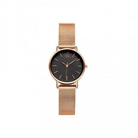 Damski zegarek na złotej bransolecie typu mesh z czarną stylową tarczą. -
