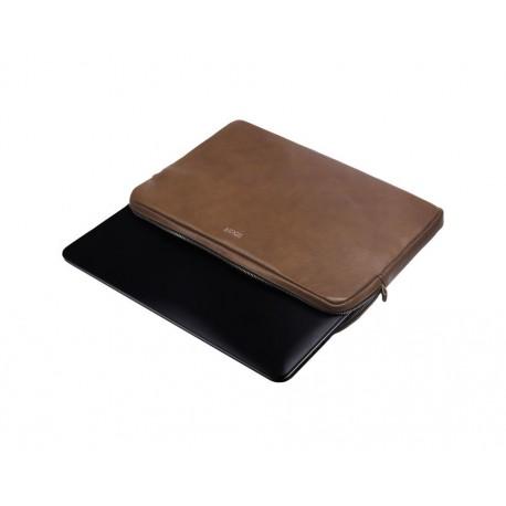 Skórzane etui zmieści laptopa o wymiarach: 38cm x 26,5cm x 2,3cm. -