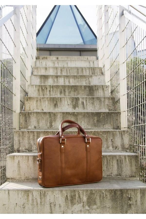 Solidna skórzana torba na laptop SL25 - czyli funkcjonalna torba, którą musisz posiadać. Wykonana z trwałej skóry natura