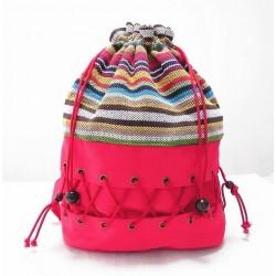 Płócienny plecak worek z sznurkami orazoryginalnym kolorowym wzorem -