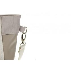 Oryginalna worek shopperka z skóry ekologicznej w kolorze beżowym, którą przerzucisz przez ramię na pasku lub rączkach.