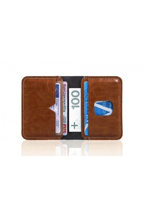 Mały nowoczesny portfel męski, który dzięki swojej prostocie jest bardzo wygodny w użytkowaniu. Nie posiada tysiąca miej