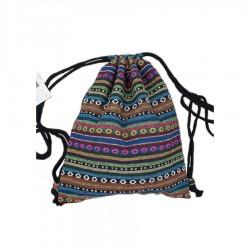 Damski plecionyplecak aztecna sznurkach to wyjątkowy i unikalny dodatek każdej stylizacji. -