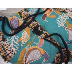 Damski plecionyplecakna sznurkach z wzoremazteckimto wyjątkowy i unikalny dodatek każdej stylizacji. -