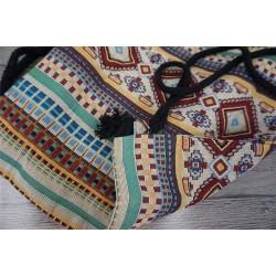 Damski pleciony worek z wzorem aztec na sznurkach to wyjątkowy i unikalny dodatek każdej stylizacji. -