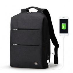 Minimalistyczny plecak męski na laptopa 15,6 cali w kolorze czarnym z wodoodpornego materiału. -