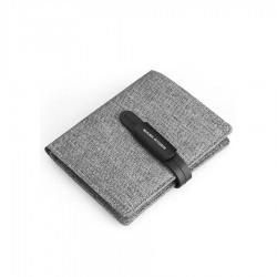 Wygodny i cienki portfel męski w kolorze szarym. Wykonany z materiału ala jeans. Casualowy i stylowy nie wypychający kie
