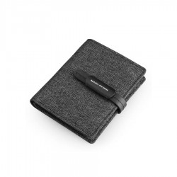 Wygodny i cienki portfel męski w kolorzeczarnym. Wykonany z materiału ala jeans. Casualowy i stylowy nie wypychający ki