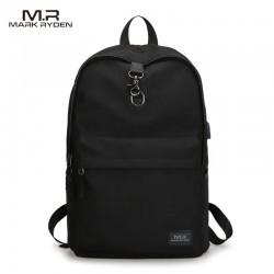 Klasyczny modny i wygodny plecak męski w kolorze szarym wykonany z wytrzymałego wodoodpornego materiału. Plecak jest lek