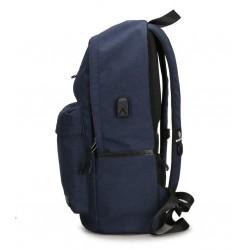 Klasyczny modny i wygodny plecak męski w kolorzegranatowym wykonany z wytrzymałego wodoodpornego materiału. Plecak jest