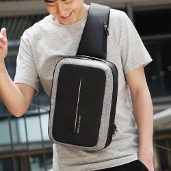 Niewielki ale bardzo pojemny plecak męski idealny na miasto i krótkie wypady. Zmieści drobny ekwipunek a nawet tablet do