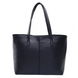 Damska skórzana torba na ramię w stylu shopper wczarnym kolorze. -