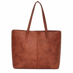 Damska skórzana torba na ramię w stylu shopper wjasnym brązowym kolorze. -