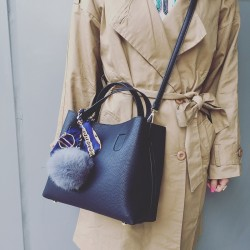 Wygodna damska torebka z organizerem w kolorze czarnym. -