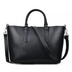 Klasyczna skórzana damska torebka w kolorze czarnym. -