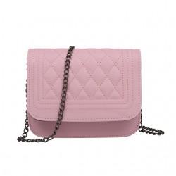 Skórzana mała listonoszka na łańcuszku w kolorze różowym. -