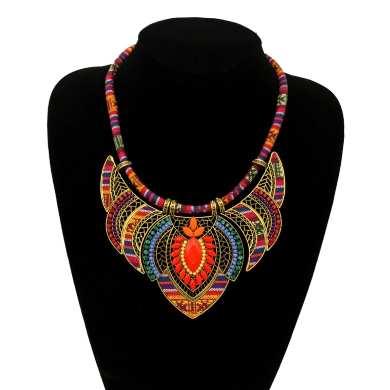 Biżuteria damska, kolorowe kolie, srebrne i złote naszyjniki oraz cudowne bransoletki